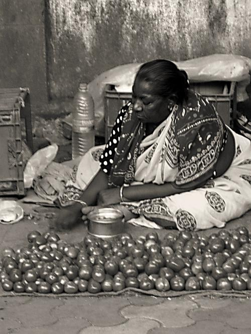 Woman hawking tomatoes - Street Photos
